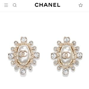 New Authentic 19 Chanel CC pearl crystal earrings
